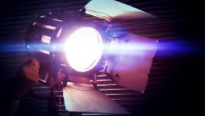 videoproductie bedrijfsfilm-kosten-filmset-lamp